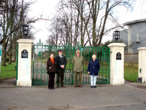 Wendy, Bowker, Stephen Sears, Michael Ransom and Val Taplin outside the gatesOutside the Ransom Gates